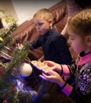 Поздравление детей и рождественская выставка