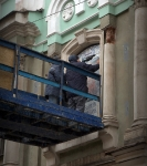 Установка иконы на фасаде