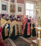 Настоятель петербургского подворья Коневской обители иеромонах Давид (Алексеев) вместе с наместником обители игуменом Александром (Арва) сослужил Преосвященнейшему Игнатию за Пасхальной вечерней